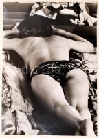 cca 1970 Napozó hölgy, finoman erotikus fénykép, 40x30 cm / cca 1970 Nude photo, 40x30 cm