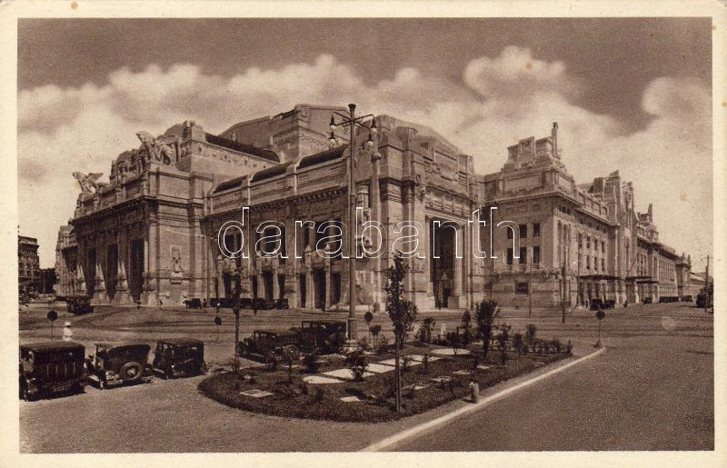 Milano, New Central Station, automobile