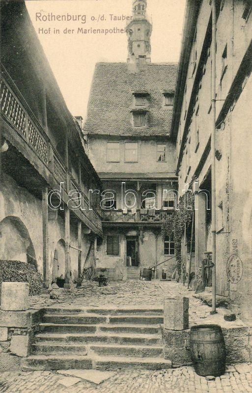 Rothenburg ob der Tauber, Hof in der Marienapotheke / courtyard, pharmacy