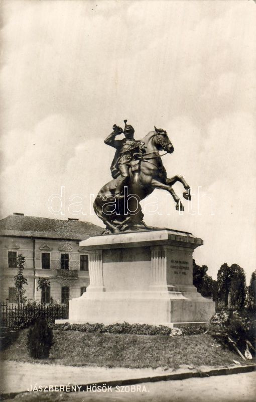 Jászberény, Hősök szobra