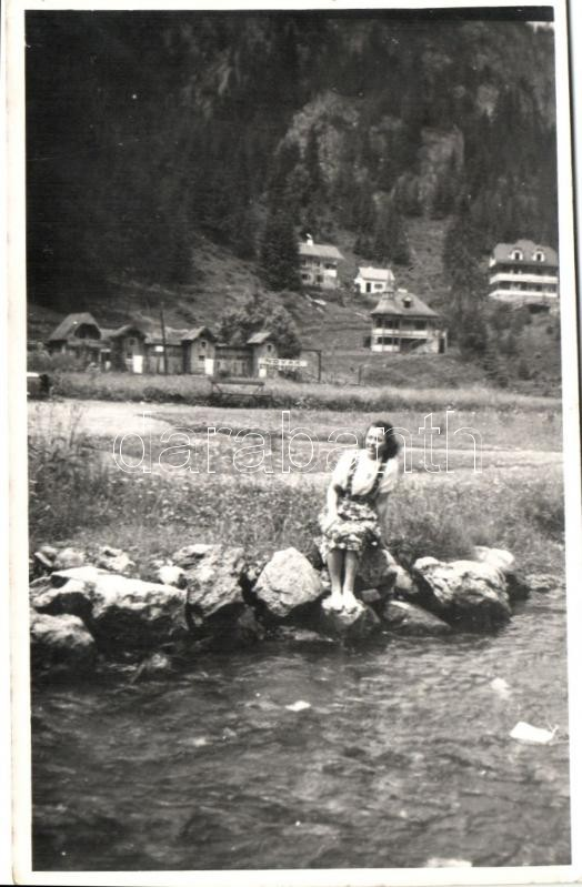 1943 Lacul Rosu / Red lake, Novak spa, sitting lady photo, 1943 Gyilkos-tó, Novák Strand kádfürdő, ülő nő photo
