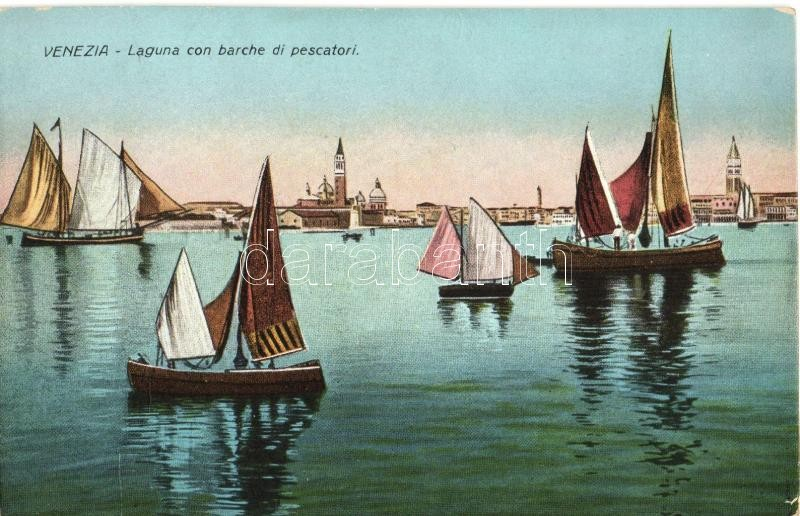 Venice, Venezia; Laguna con barche di pescatori / fishing boats