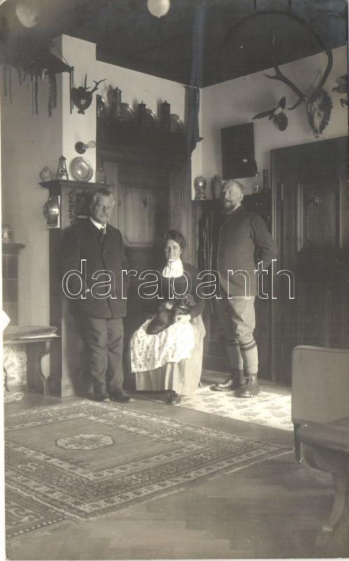 1912 Luginsland, house interior, family photo, dog