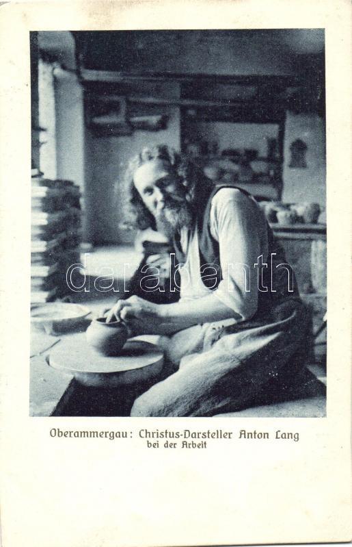 Oberammergau: Christus-Darsteller Anton Lang bei der Arbeit