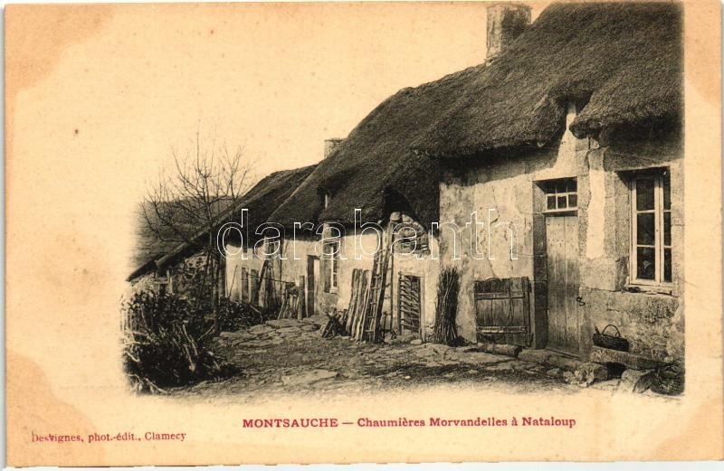 Montsauche, Chaumieres Morvandelles a Nataloup / street