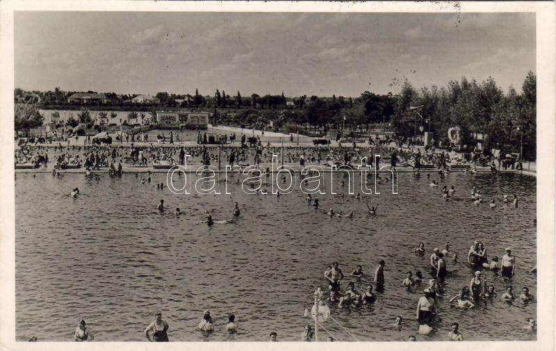 Hajdúszoboszló-gyógyfürdő, Szabad medence, fürdőzők