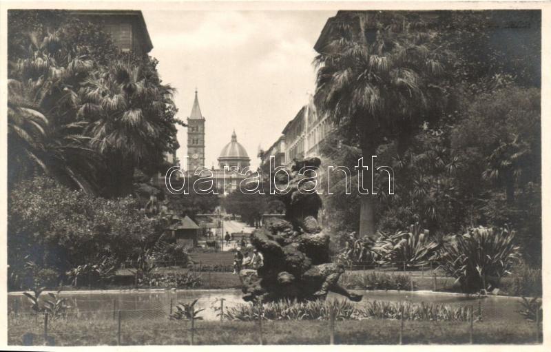 Rome, Roma; Nel giardino di Piazza Vittorio Emanuele