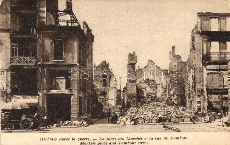 Reims, apres la guerre, La place des Marches, Rue du Tambou / market square and street after the war, ruins