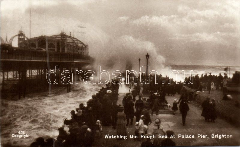 Brighton, Palace Pier, Rough sea