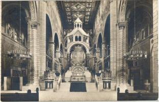 Pécs, Székesegyház, belső, népoltár