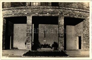 Székesfehérvár, Kaszap István sírja, Prohászka Ottokár templom árkádja alatt photo
