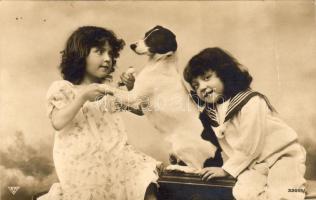 Girl with dog, Kislányok kutyával