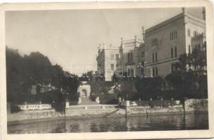 Trieste, Miramare, Lo scalone monumentale /