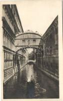 Venice, Venezia; Ponte dei Sospiri / bridge