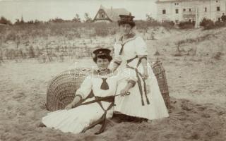 Sailor ladies, photo Matróz hölgyek, photo