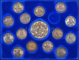 """Bognár György (1944-) 1986-1999. """"MÉE Gyöngyösi Csoport - Aradi Vértanúk"""" 15db-os Br emlékérem teljes szettje az Erdélyi fejedelmek sorozathoz tartozó tálcán 1986-1999. """"Hungarian Numismatic Collectors Society - Gyöngyös - The 13 Martyrs of Arad"""" 15pcs of Br commemorative medallions. Sign.: György Bognár"""