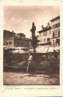 Verona, Piazza Erbe, Attorno a Madonna