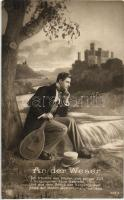 Romantikus férfi hangszerrel An der Weser / Romantic man with musical instrument