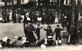 Eaux-Bonnes, Danse ossaloise devant le Casino / French folkdance, casino, Eaux-Bonnes kaszinóval, népviselet